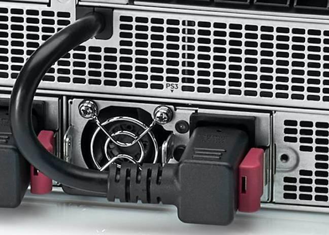 Кабели питания на передней панели сервера HPE Apollo 6500 Gen10
